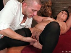 Thick mature chick in stockings sucks a dick movies at kilogirls.com