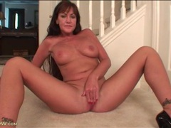Naked mature teases you with her pretty pussy movies at adspics.com