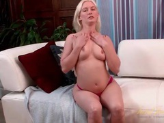 Flexible milf fingers her wet bald pussy videos