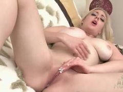Curvy girl sapphire blue finger bangs her cunt movies at lingerie-mania.com
