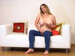 Anastasiya is home alone and decides to play with her wet cunt, Mature videos