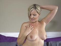 Mature blonde velvet skye in lingerie and stockings having some fun, Mature videos