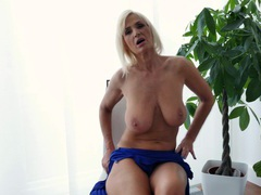 Saggy boobs mature: roxana hanova plays with her old fuck hole, Mature videos
