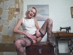 Closeup amateur video of mature artemia playing with her puss, Mature videos