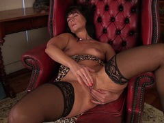 Horny mature wife lelani tizzie opens her legs to play on a chair, Mature videos