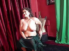 Naughty aunty in saree tubes