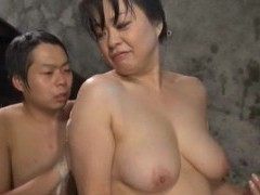 Chubby japanese girl gets her pussy licked and fucked in the pool videos