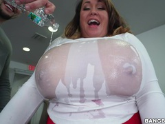 Large boobs mature brandy talore gives and amazing titjob, BBW videos