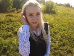 Юную красивую школьницу трахнули в рот и киску по пути из школы videos