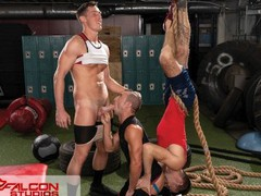 Shredded hunks turn workout into threesome - falconstudios tubes