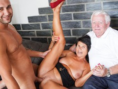 Husband licks cum of his wife yvetta, Blowjob, Fetish, Handjob, Mature, Threesome, Bisexual Male, Old/Young, Cuckold movies