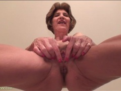 Mature shows off her sexy cunt in close up movies at kilopics.net