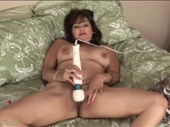 Mom uses two dildos to make her pussy cum videos