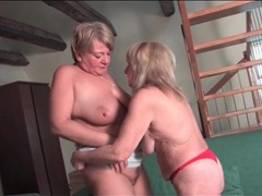 Kissing lesbian matures like the taste of pussy tubes