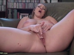 Curvy solo girl in high heels fingers her cunt videos