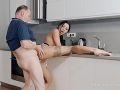 Old goes young - sweetie thanks her neighbor, Babe, Brunette, Blowjob, Small Tits, Pussy Licking, Old/Young tubes