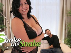 Shake the snake - sexy chubby girls knows best, Big Ass, Babe, BBW, Big Tits movies at freekiloclips.com