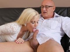 Daddy4k. un homme d'affaires mature ne craint pas de baiser la petite amie mignonne de son fils, Blonde, Blowjob, Pornstar, Teen (18+), Old/Young videos