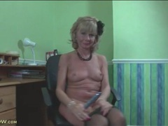 Mature tears open her pantyhose and toys videos