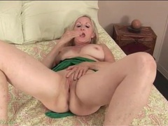 Curvy granny finger bangs her tight vagina movies at kilotop.com