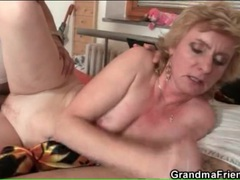 Younger men screw slutty mature blonde whore videos