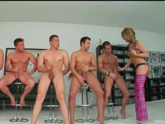 Blonde is dressed slutty to suck dicks in blowbang movies at kilotop.com