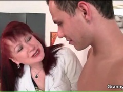 Mature artist gives her young nude model a handjob videos