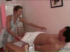 Massage from fit milf gets him a blowjob videos