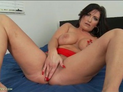 Curvy solo milf masturbates and fingers in bed movies at kilopics.net