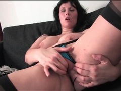 Voluptuous and sexy milf masturbates her cunt videos