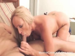 Big boobs blonde has fun sucking big cock videos
