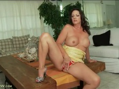 Tight yellow dress on curvy brunette milf movies at freekilosex.com