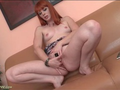 Redhead finger fucks her gorgeous pussy videos