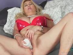 Mature babe in sparkly bra masturbates solo videos