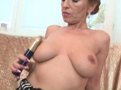 Milf with splendid big tits fingers her cunt videos
