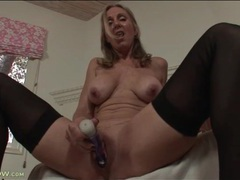 Solo mom turns on her pussy with a toy videos