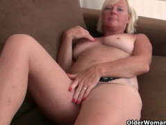 Grannies in pantyhose need to get off videos