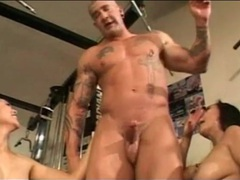 Muscular guy blown by asian sluts in the gym movies at sgirls.net