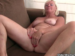 Belgium grandma loves masturbating in pantyhose videos