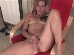 Mature with tiny titties rubs her clit furiously videos