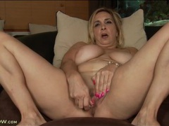 Big tits curvy mature vibrates her pink pussy videos
