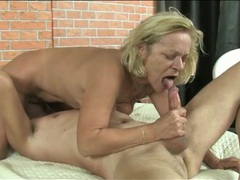 Masked man eats out her wet granny pussy videos