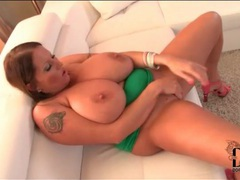 Solo fat chick masturbates her hot pussy videos