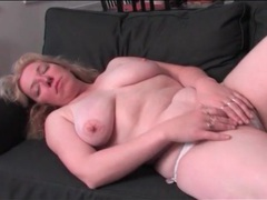 Curvy solo mature masturbates her cunt videos