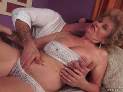 Granny in lace lingerie gets her pussy licked videos