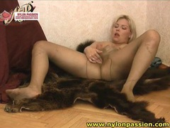 Curvy blonde masturbates in sheer pantyhose videos