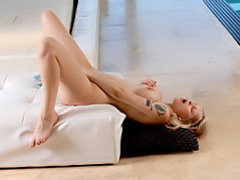 Hot blonde masturbating lustily movies at freekilopics.com