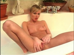 Stunningly hot body on babe in bathtub movies at adspics.com