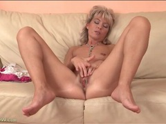 Cute mature blonde plays with her tight pussy videos