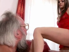 Old guy sucks her toes and kisses her ass videos